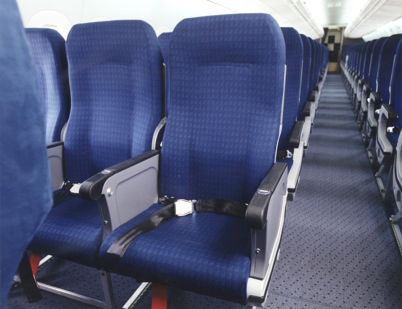 http://1.bp.blogspot.com/-A52Uu_7jw5c/UPCYATJoLGI/AAAAAAAAOQk/BiBN34KeLlc/s1600/boeing_airtran_boeing_737-700.jpg