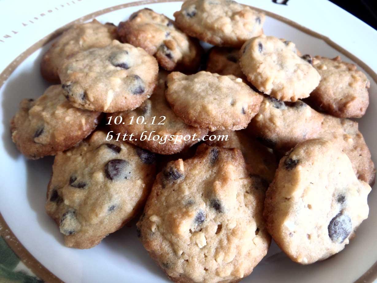 Sementara tunggu cookies masak! Ismeth sibuk dengan drawingiskandar
