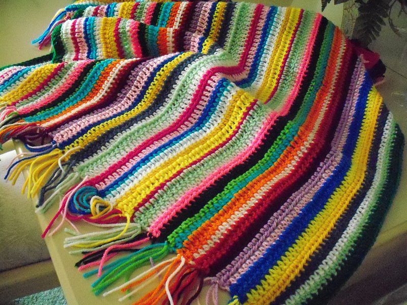 Разноцветные вязаные вещи своими руками 65