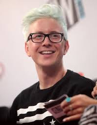 Tyler Oakley Height - How Tall