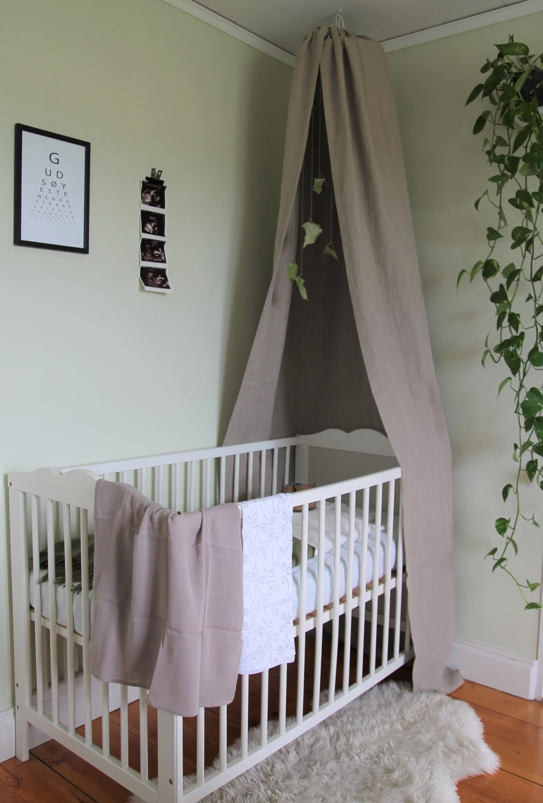 DIY#2 - canopy crib & 4theloveofmaking: DIY#2 - canopy crib