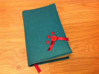 book cover tutorial, 5 minute book cover, sew book cover, felt book cover