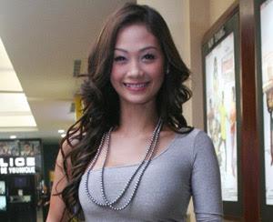 INDAH+KALALO 10 Artis Paling Hot di Indonesia