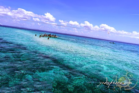 hover_share Palad sandbar clearly visible against the clear blue waters