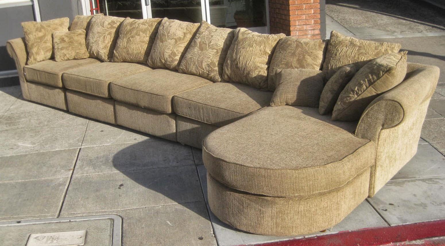 Uhuru Furniture Collectibles Sold Sectional Sofa 200