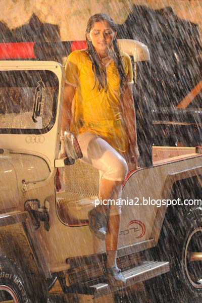south india new actor sanusha hot exposing wet cleavage and navel pic Mr Marumakan image gallery