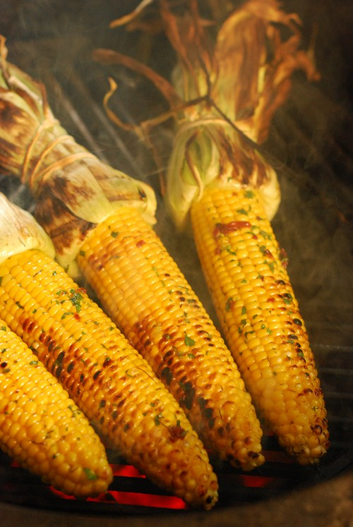 spicy grilled corn on the cob, big green egg corn on cob