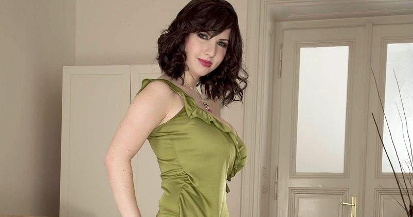 Karina Hart Fanblog Karina In Green