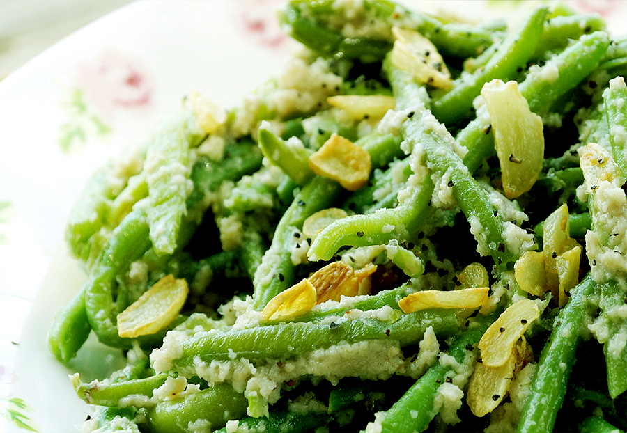 ... טבעוני, צבעוני ומשמח: Green beans with cashew cream