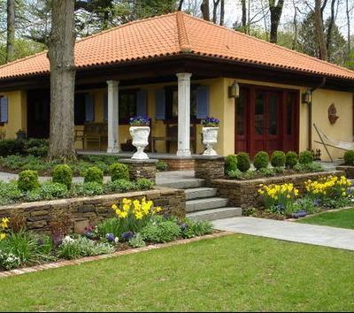 Fachadas de casas modelos de fachadas americanas for Modelos de jardines en casa