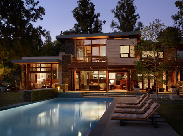 Mandeville Canyon Residence at night from the swimming pool