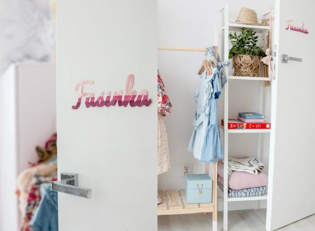 Organizar la zona de ropa en la habitación infantil