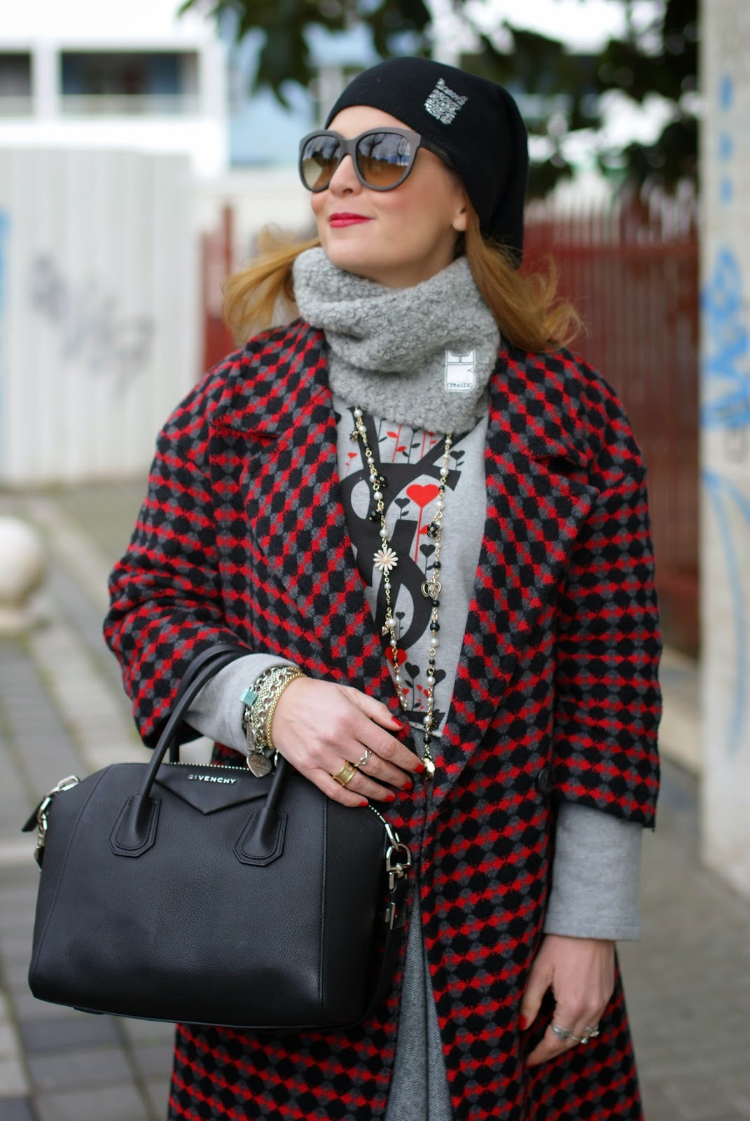 Bullish Gorro neck warmer and beanie on Fashion and Cookies fashion blog, fashion blogger, Dresscode felpa