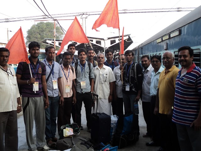 Warm Reception given to FINS Youth at Chennai Central