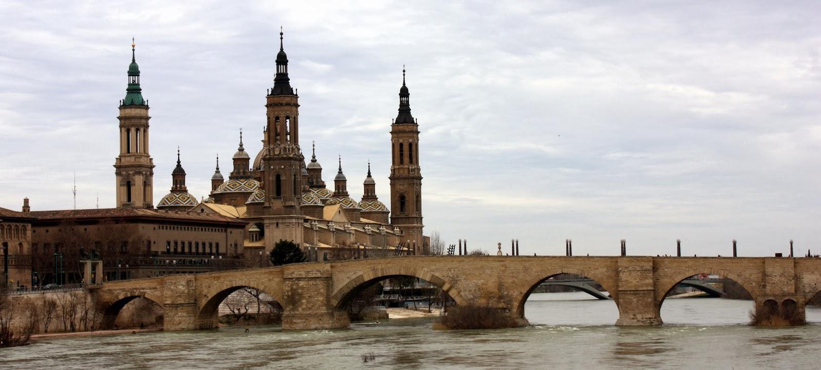Nuestra Señora del Pilar desde el rio, Zaragoza