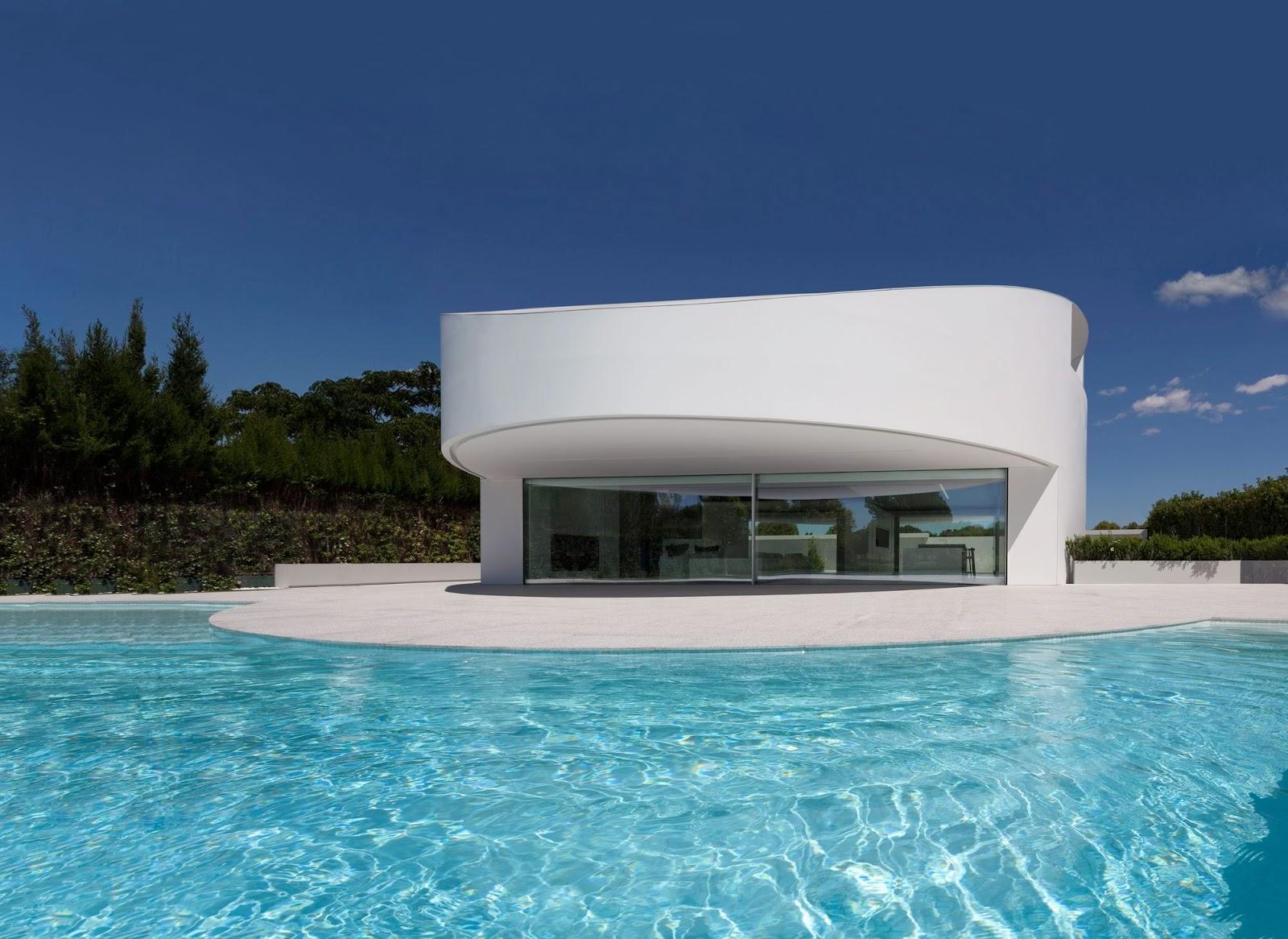A f a s i a fran silvestre arquitectos for Casas modernas redondas