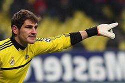 Casillas mide 1,85 metros.
