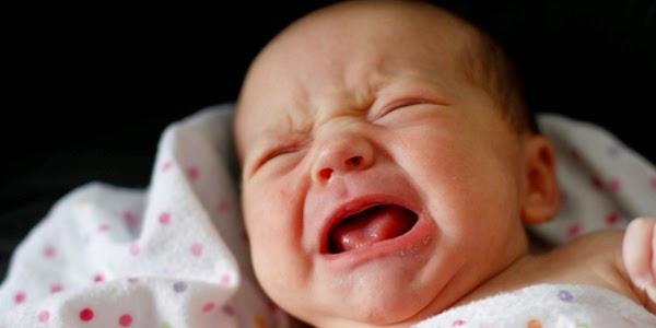 alasan kenapa bayi menangis, baik untuknya