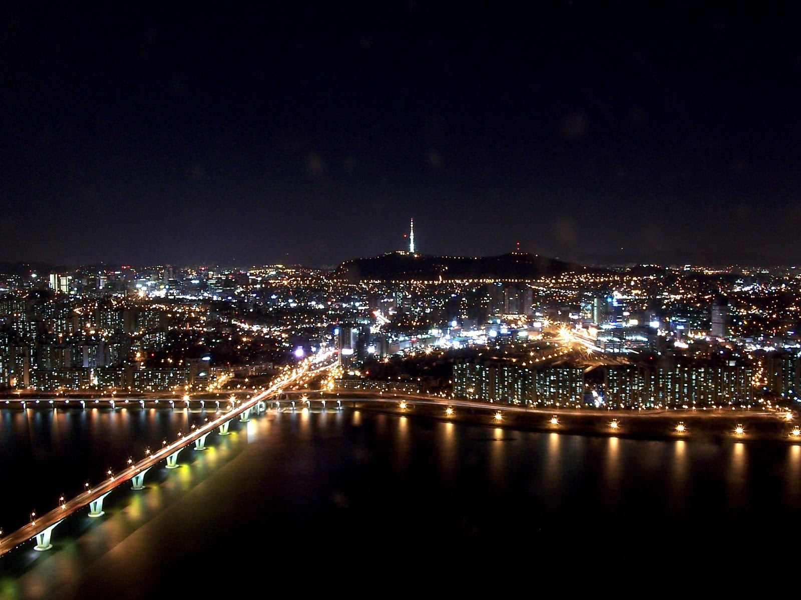 http://1.bp.blogspot.com/-A8mfhAnIxhs/UWeYGkJeEFI/AAAAAAAAAAo/VsF4q4nVqWg/s1600/Seoul_at_night_from_63_building.jpg