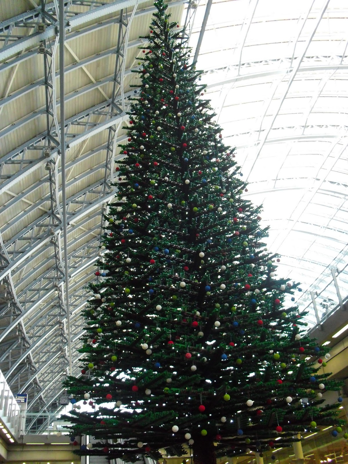 Giant Lego Christmas Tree at St Pancras station, London [videos + ...