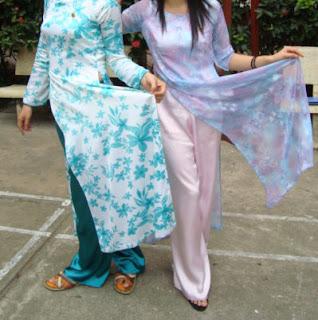 Vietnamese Costume. Vietnam Costume (Ao Dai)