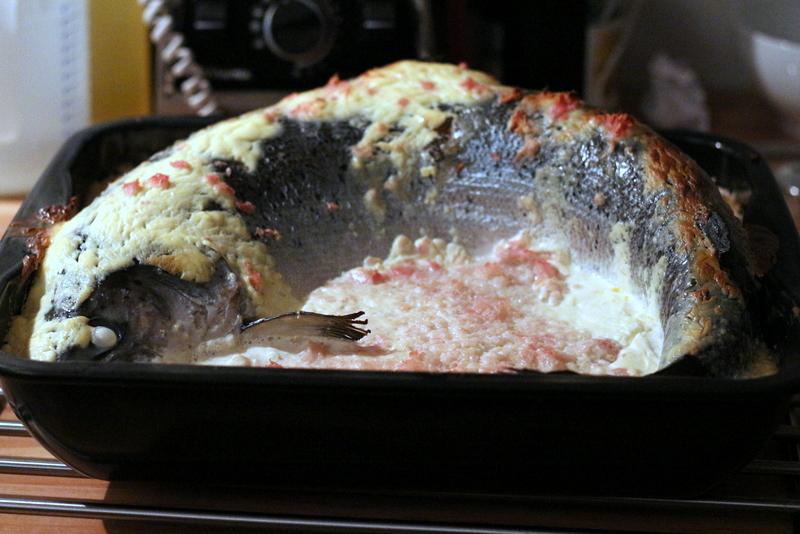 Ganzer Lachs aus dem Ofen in Schalottensahne nach Siebeck, fertig gegart | Arthurs Tochter Kocht by Astrid Paul