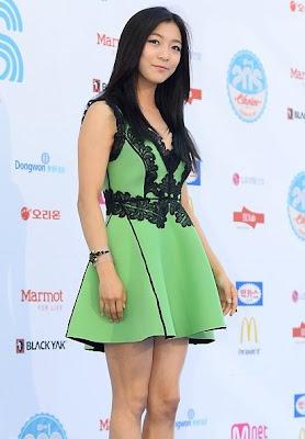 Luna f(x) Mnet 20's Choice Awards 2013 Blue Carpet Green Dress.