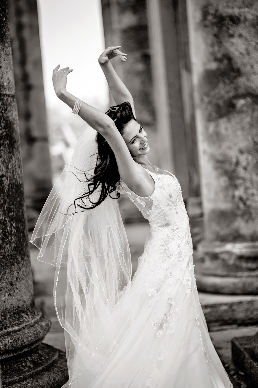 Фото невеста бежит 5 фотография