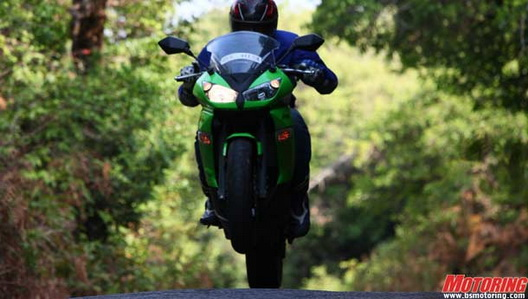 CAR US EXLUSIVE  New Kawasaki Ninja 150RR   2011