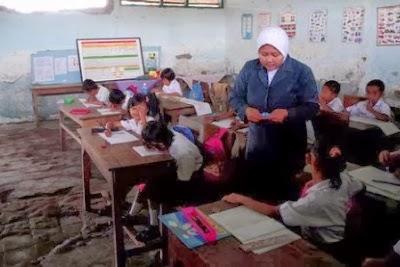 Guru honor di SD Negeri mencapai 489.459 orang, dari total 1.441.171 orang guru SD.