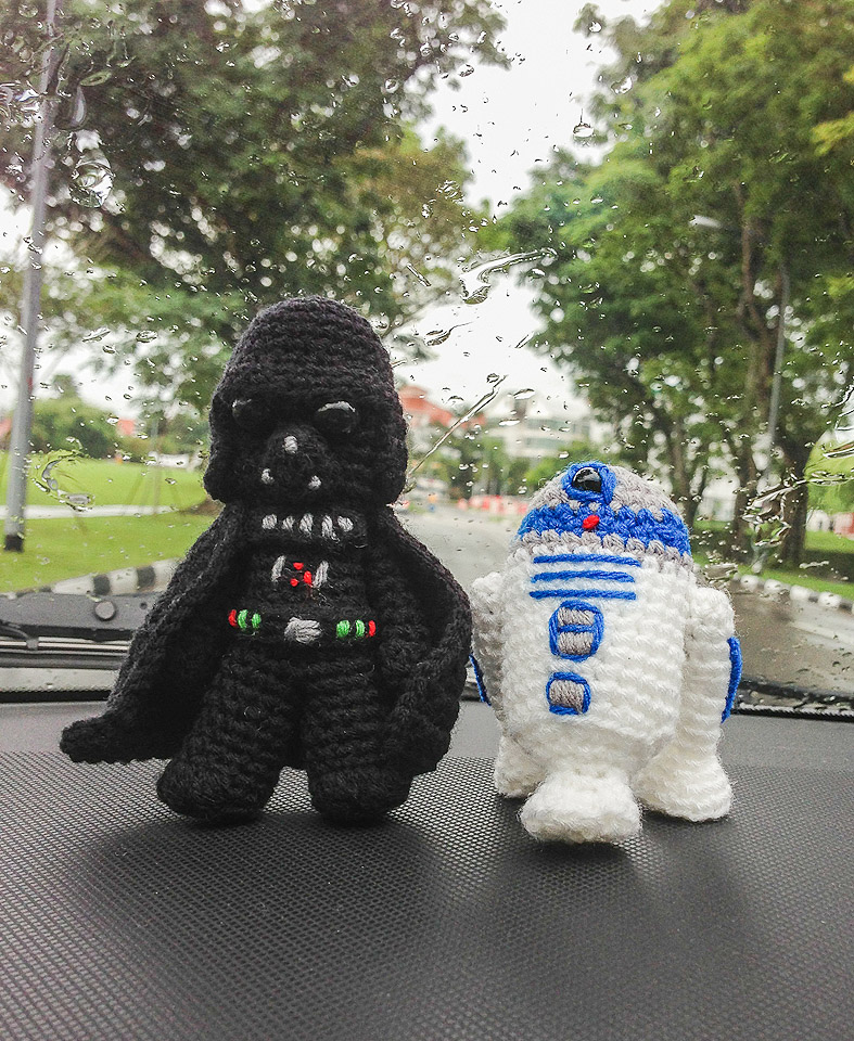 Free Crochet Patterns Amigurumi Star Wars : Darth Vader & R2D2 Amigurumis ~ Snacksies Handicraft Corner