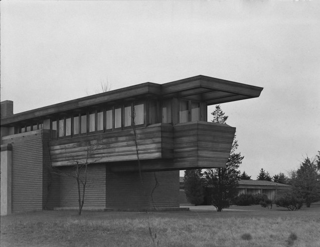 Frank lloyd wright photos of an american genius and his for Building a house in wisconsin