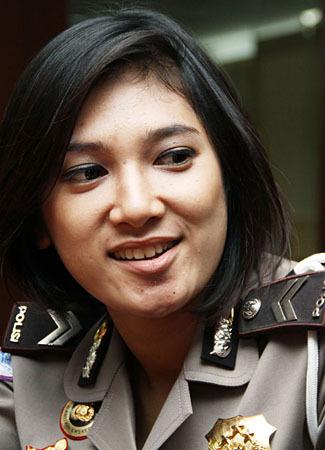 Foto Profil Cantiknya Briptu Eka Frestya [ www.BlogApaAja.com ]