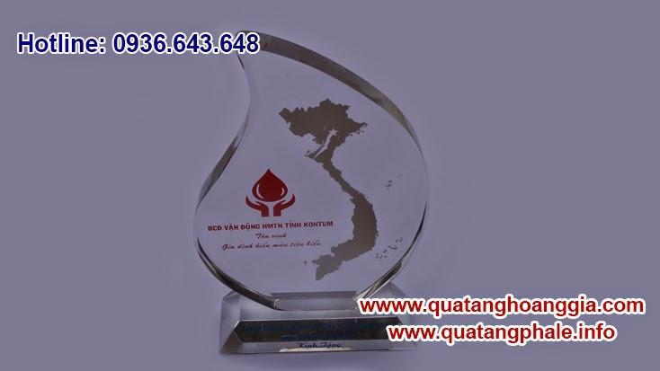 Kỷ niệm chương là một biểu tượng, nó tường trưng cho thương hiệu của từng tổ chức vì vậy kỷ niệm chương được làm quà tặng đối nội đối ngoại