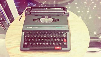 Korean--typewriter--Hangul--keyboard--clover--portable