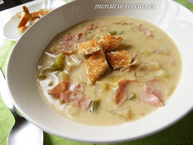 Sopa de patata y apio con jamón