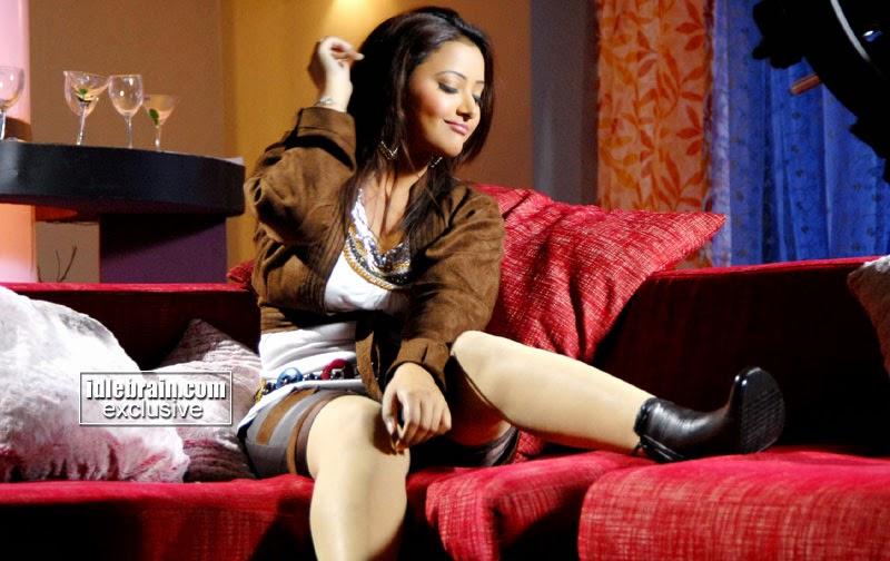 swetha basu prasad  hot movie scenes
