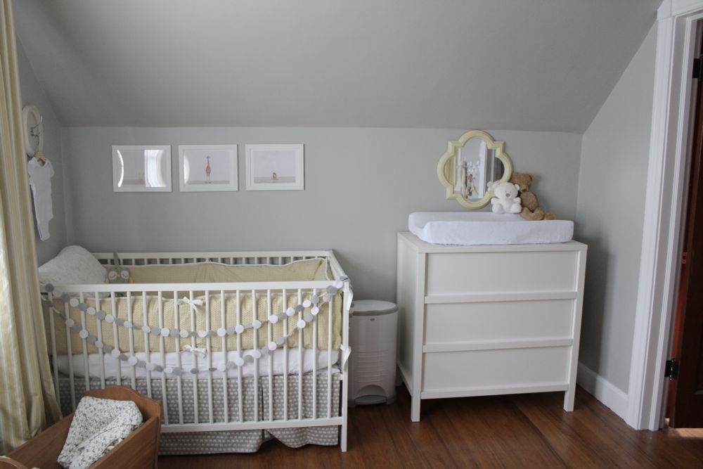 Sugar fresh a soft neutral nursery - Chambre bebe gris bleu ...
