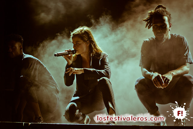 Christine and the Queens en el Festival Les Déferlantes 2015.