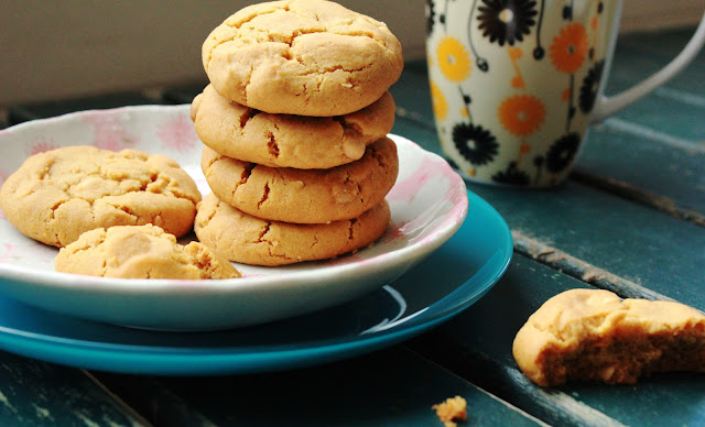 caramel cookies with white chocolate and macadamia