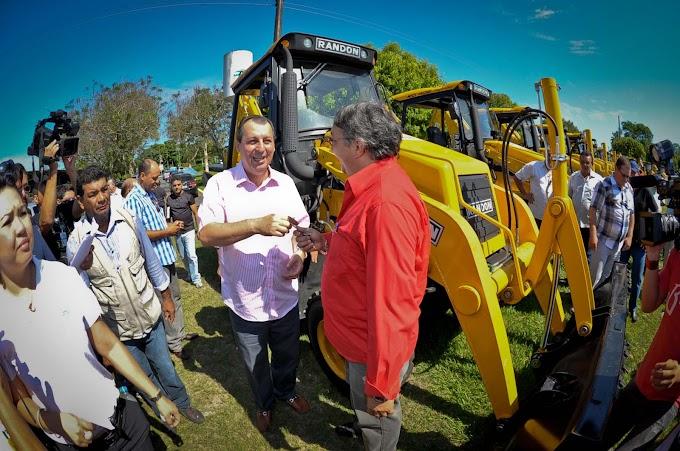 Omar Aziz entrega equipamentos e implementos agrícolas e anuncia aportes acima de R$ 600 milhões para o interior