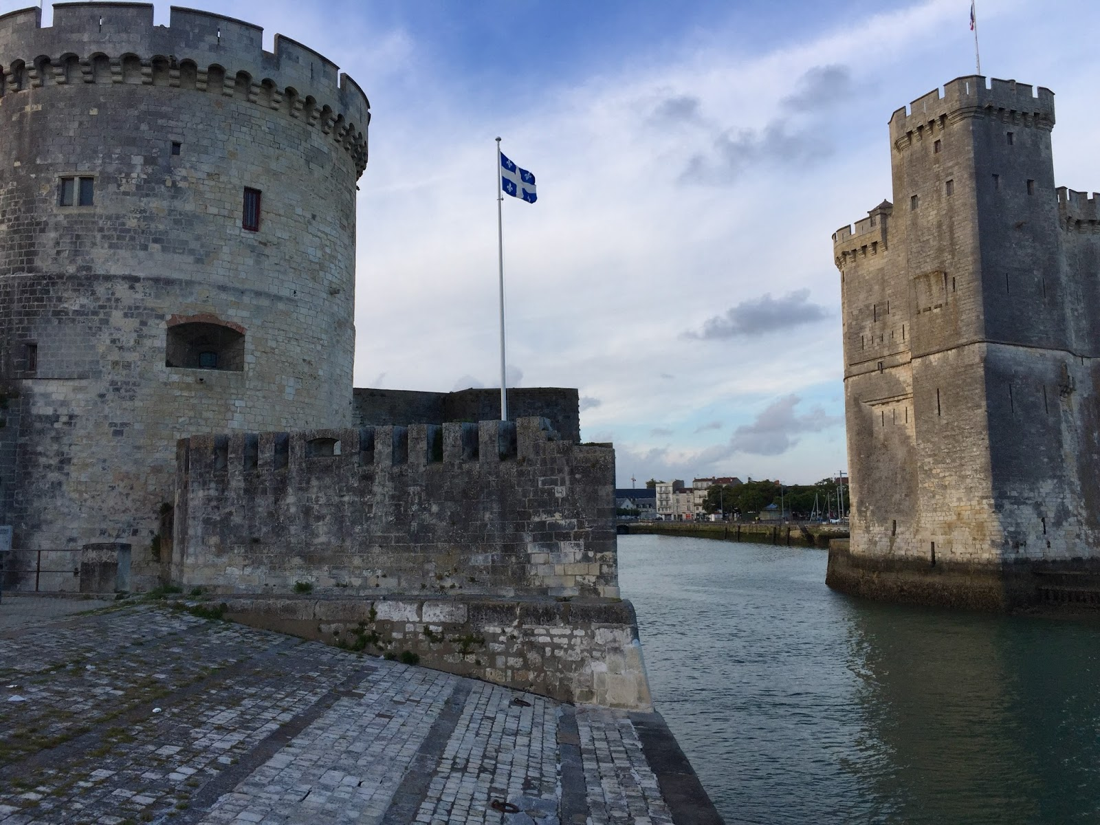 vivre a la rochelle 5 la rochelle was a german stronghold and was the last french town. Black Bedroom Furniture Sets. Home Design Ideas