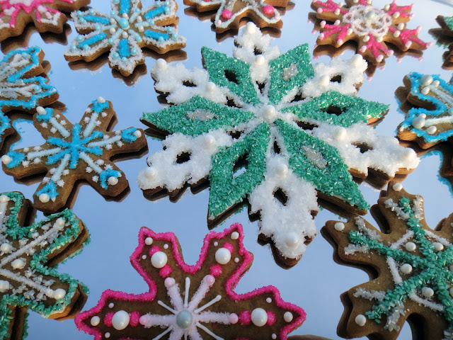 Worth Pinning Sparkling Snowflake Gingerbread Cookies