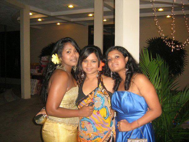 Hamatiya Lanka : Very sexy looking sri lankan club girls