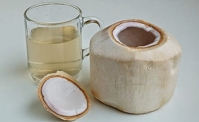 LUAR BIASA! Inilah Manfaat Bagi Tubuh Kita jika minum air kelapa selama seminggu penuh!!