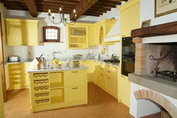 Kitchen Decor Idea: Pictures of Yellow Kitchen Cabinets