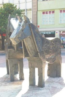 Oviedo, escultura Asturcones