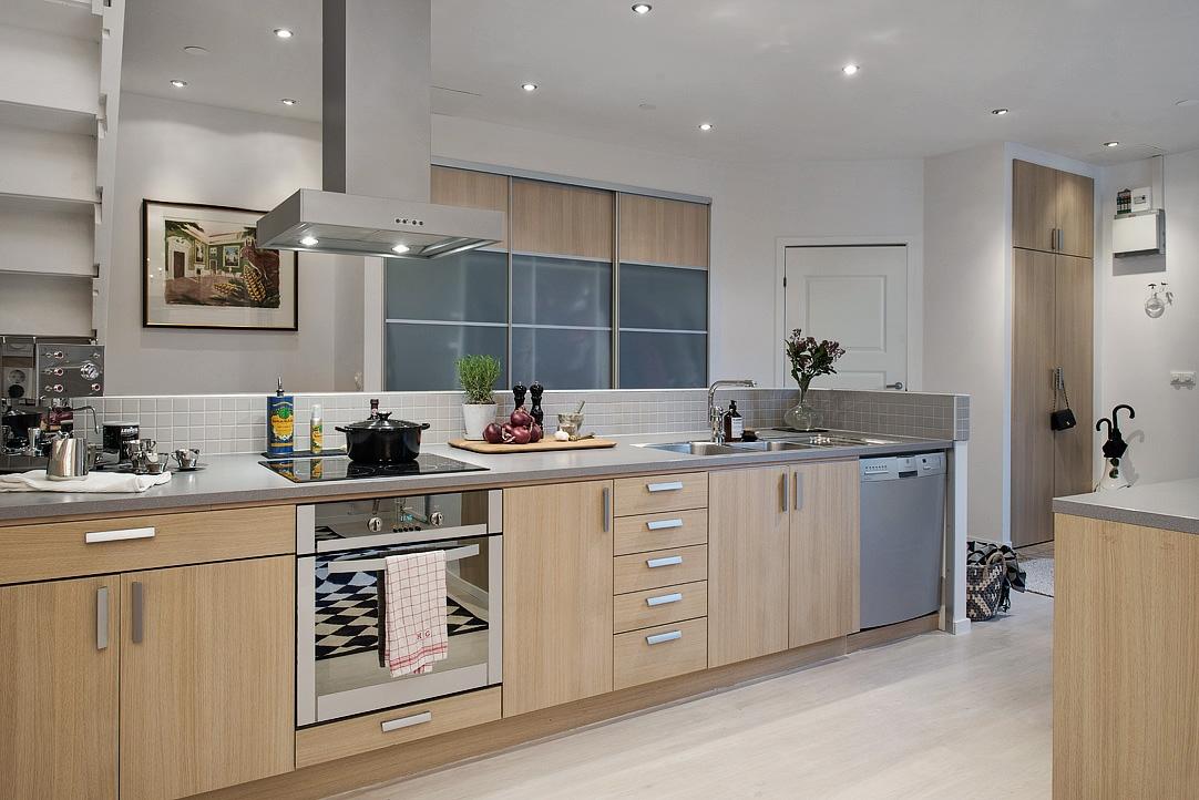 Decoraci n f cil un duplex con la cocina en la zona de paso for Muebles de cocina zona pilar