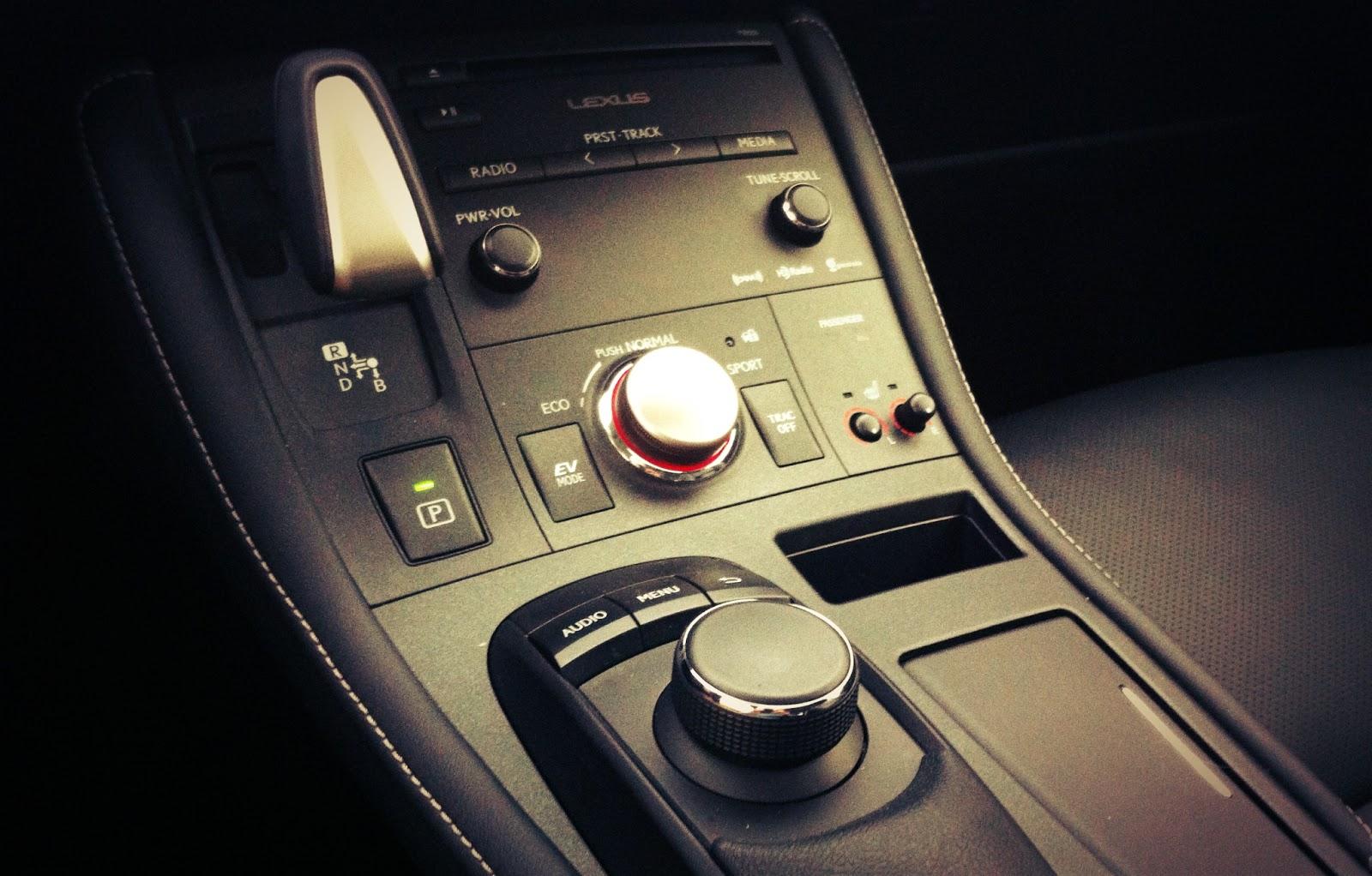 2014 Lexus CT200h interior