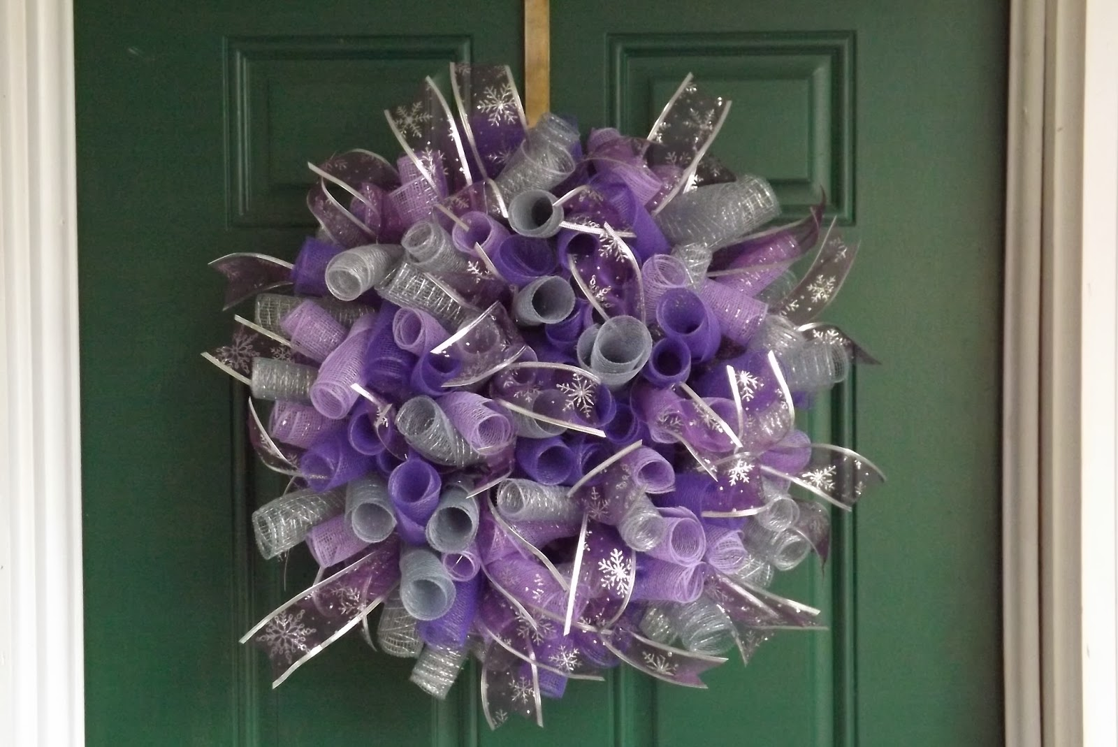 ... Crafts by Design: Purple and Silver Spiral Deco Mesh Christmas Wreath